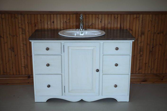 vanité de salle de bain sur mesure blanche par L'Ébénisterie de Lanaudière