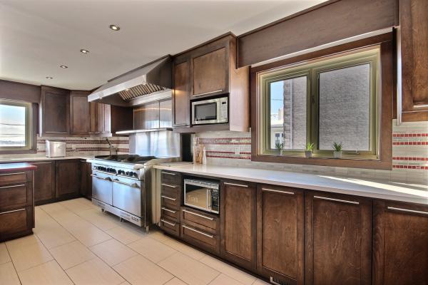 Cuisine moderne avec porte armoire érable massif sur mesure par L'ébénisterie de Lanaudière
