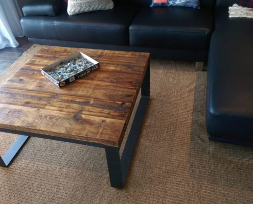 Table basse de salon fabriquer sur mesure en bois de grange et métal par L'ébénisterie de Lanaudière