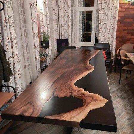 Table riviere resine epoxy vente liquid plastic chez l'ébénisterie de lanaudière