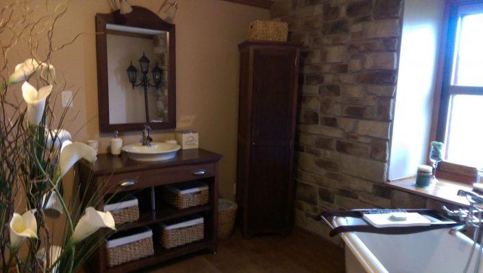 Vanité salle de bain erable massif avec miroir et armoire