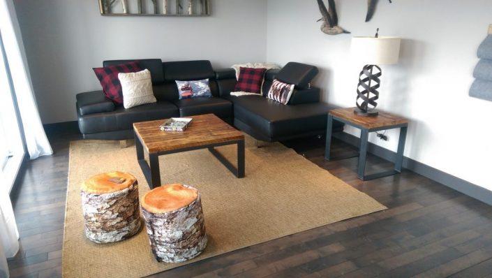 Table de salon bois métal meuble sur mesure avec du bois de grange et du métal brut