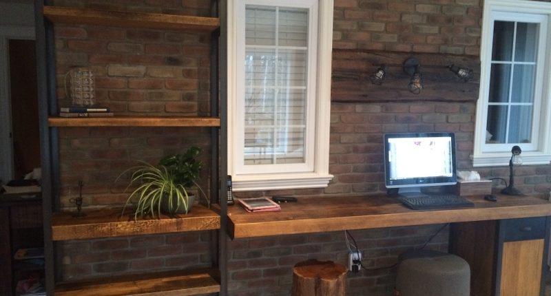 Meuble sur mesure une étagère et une table de travail en bois métal fabriquer par L'Ébénisterie de lanaudière.